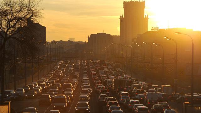 موسكو تنوي اتباع تجربة هونغ كونغ في مكافحة الاختناقات المرورية