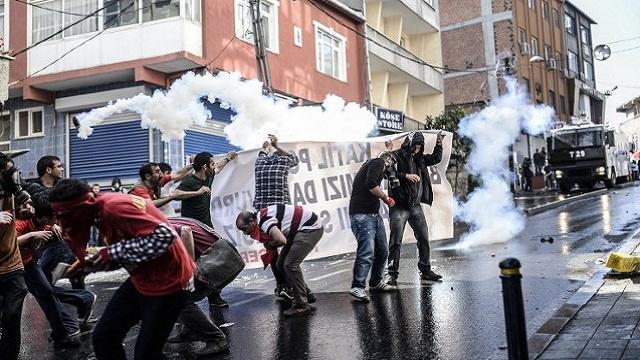 وفاة تركي ثان نتيجة المواجهات في اسطنبول