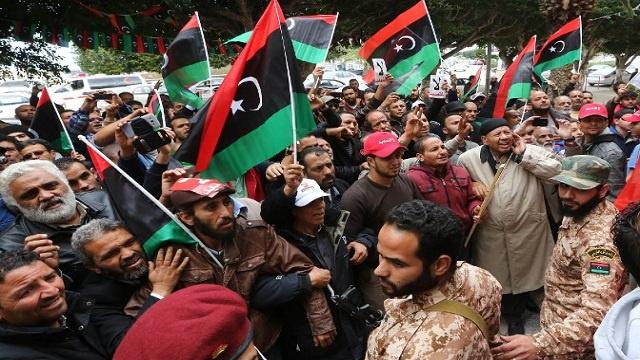 تظاهرات في ليبيا تطالب بدعم الجيش والشرطة