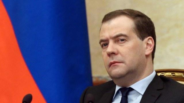 مدفيديف: تحسن علاقاتنا مع أوكرانيا مرهون باستقرارها سياسيا وروسيا ليست ضامنا لوحدة أراضيها