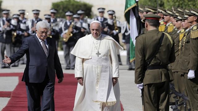 عباس يوجه رسالة سلام إلى إسرائيل بحضور البابا في بيت لحم