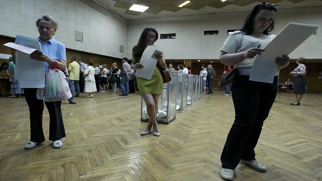 انتخابات أوكرانيا.. إقبال في شمال غرب البلاد وعزوف عن المشاركة في الشرق