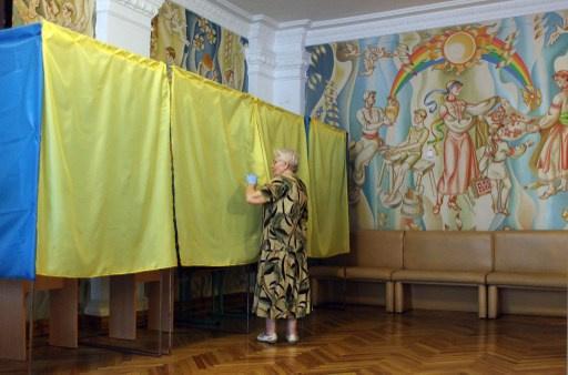 وزير الداخلية الاوكراني يؤكد ان الانتخابات تجري في لوغانسك ودونيتسك ومصادر أخرى تنفي
