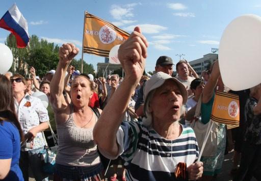مظاهرة حاشدة في دونيتسك وخاركوف ضد الانتخابات الرئاسية الأوكرانية
