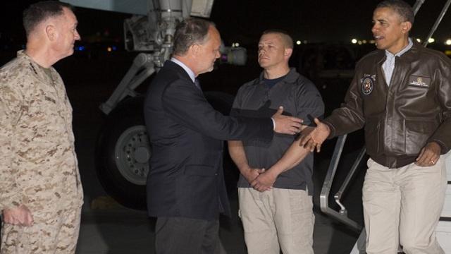 الرئيس الأمريكي باراك أوباما يصل إلى قاعدة باغرام بأفغانستان في زيارة غير معلنة