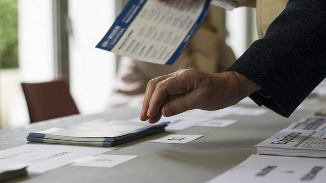 الجبهة الوطنية تتقدم في الانتخابات الأوروبية بفرنسا