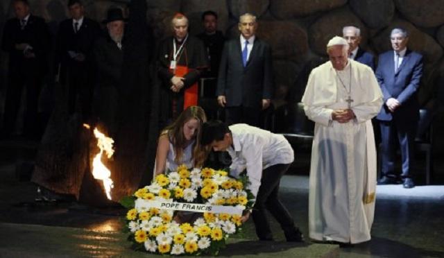 بابا الفاتيكان يزور نصب ضحايا محرقة اليهود والمسجد الأقصى في القدس