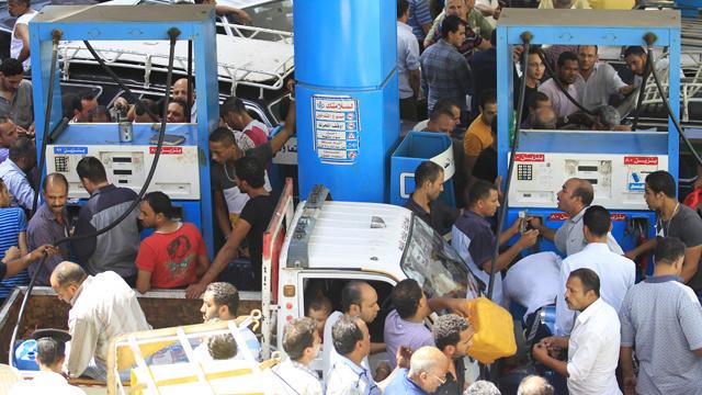 مصر تعلن موازنة جديدة تتضمن تخفيضا كبيرا لدعم الوقود