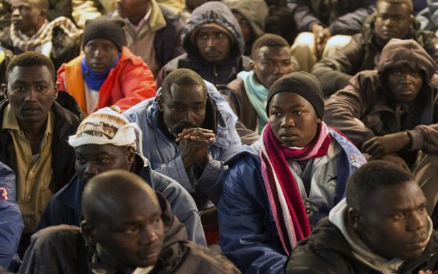 السلطات المصرية ترحّل 16 إفريقيا حاولوا التسلل إلى ليبيا