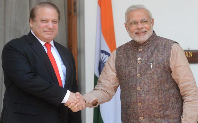 رئيس الوزراء الهندي يدعو نظيره الباكستاني إلى تضييق الخناق على الجماعات الإرهابية