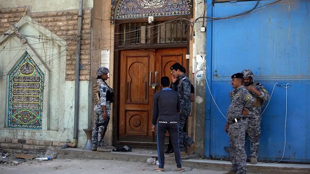 27 قتيلا في العراق معظمهم بتفجير استهدف مسجدا في بغداد