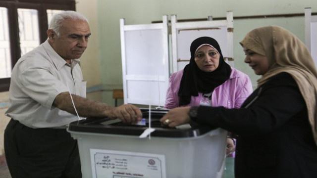 المصريون يدلون بأصواتهم آملين بغد أفضل