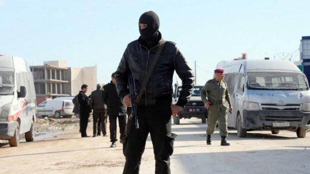 إعلان الحداد في تونس بعد مقتل 4 من رجال الشرطة في هجوم على منزل وزير الداخلية