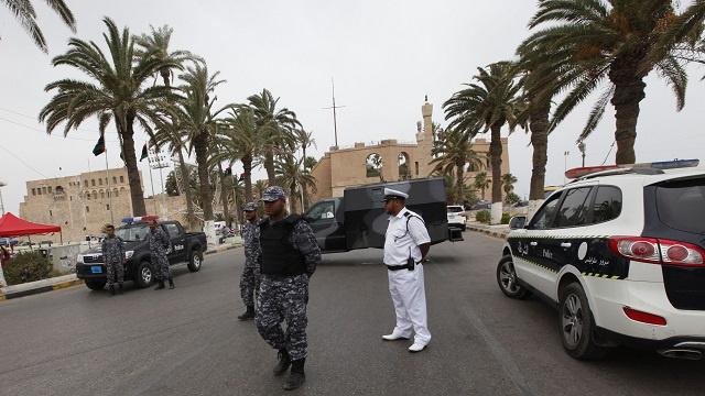 بريطانيا وكندا تدعوان رعاياهما لمغادرة ليبيا