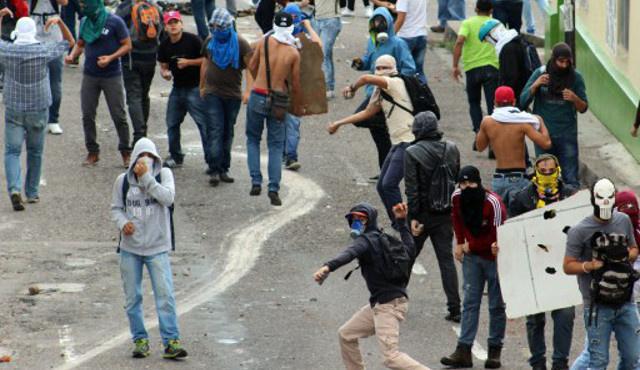 حكومة فنزويلا تتهم المعارضة بإعداد خطة لـ