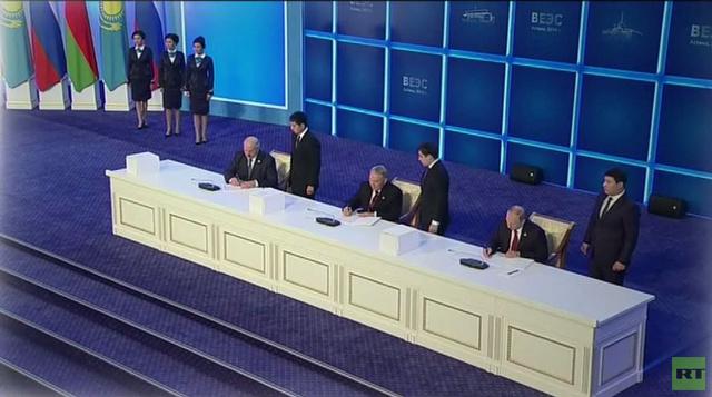 التوقيع على اتفاقية تأسيس الاتحاد الاقتصادي الأوراسي بين روسيا وبيلاروس وكازاخستان
