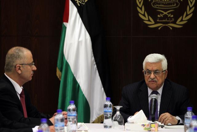 محمود عباس يكلف رامي الحمد الله بتشكيل حكومة وفاق وطني