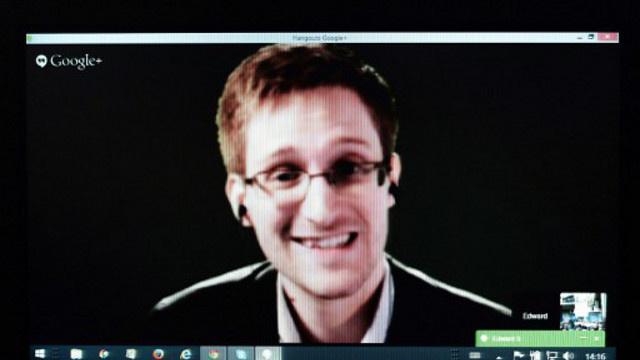 سنودن يتهم وكالة الأمن القومي بتشويه مراسلاته مع مسؤوليها حول شرعية التنصت