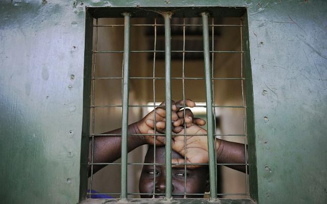 زوج السودانية المدانة بالردة يزورها في السجن