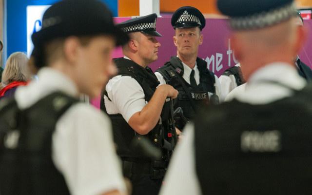 الشرطة البريطانية تعتقل شابا تشتبه بصلته بجماعات إرهابية في سورية