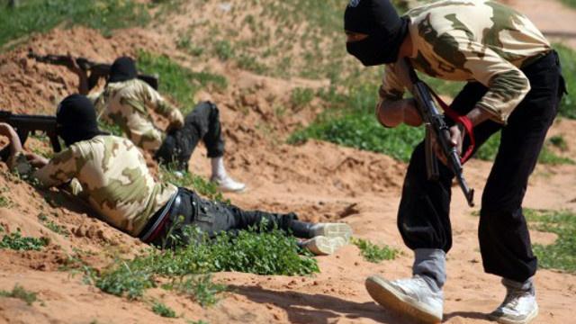 مقتل 634 شخصا في المعارك بين داعش والنصرة في دير الزور السورية