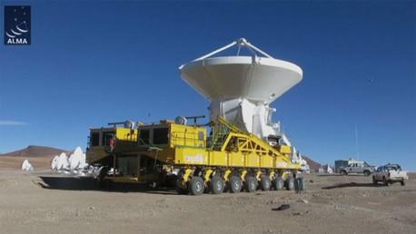 الهوائي الأخير يركب في أكبر مرصد فضائي في العالم  (فيديو)
