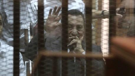 تأجيل محاكمة مبارك ونجليه في قضية قتل المتظاهرين