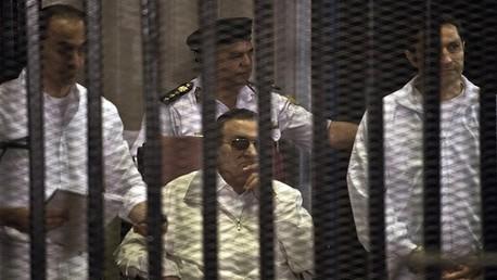 مبارك يتعرض لكسر بعظم الفخذ الأيسر