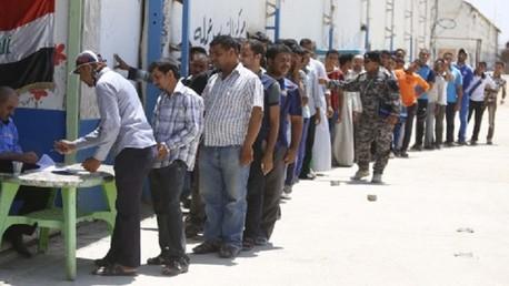 المالكي يخصص رواتب شهرية للمتطوعين لقتال المسلحين
