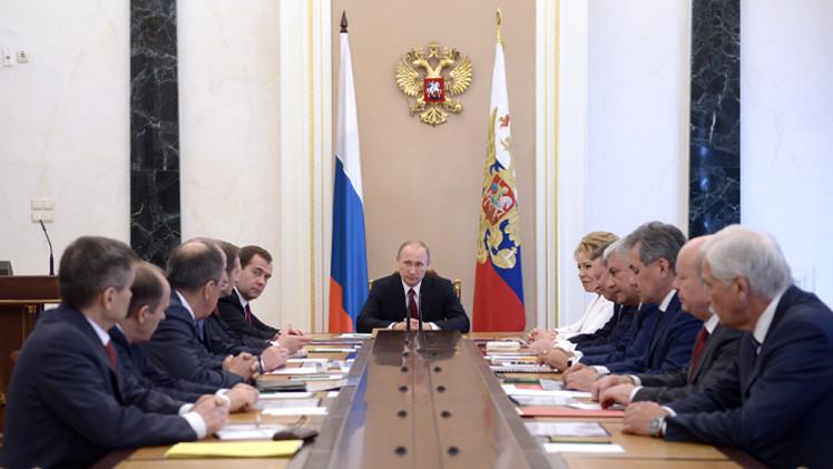 بوتين يبحث الوضع في جنوب شرق أوكرانيا مع مجلس الأمن القومي