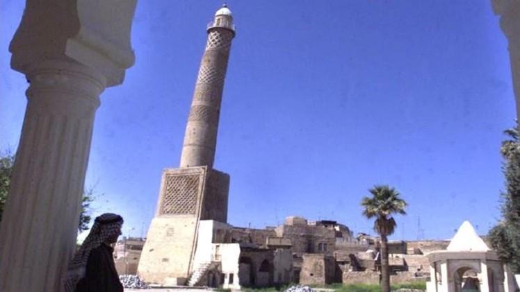 متشددون يدمرون تمثالي أبي تمام وعثمان الموصلي في الموصل