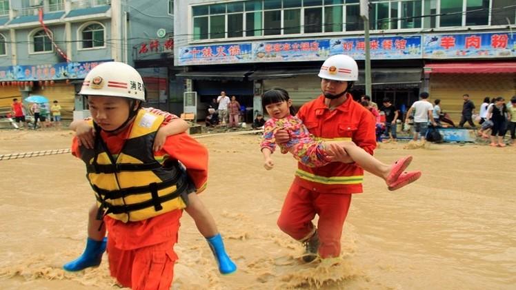 مقتل 7 ونزوح  300 ألف شخص بسبب الفيضانات في الصين
