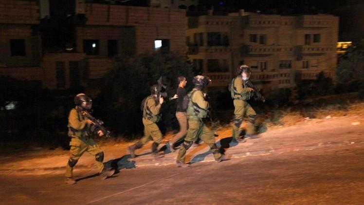 إسرائيل تعتقل 37 فلسطينيا في إطار عملية البحث عن مخطوفيها