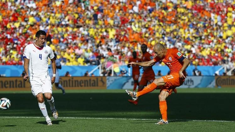هولندا تبلغ دور الـ 16 بالعلامة الكاملة وتشيلي ثانية