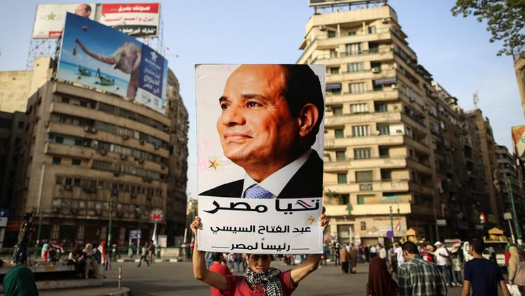 مصريون يسيرون على خطى السيسي ويتبرعون بنصف رواتبهم لصالح مصر