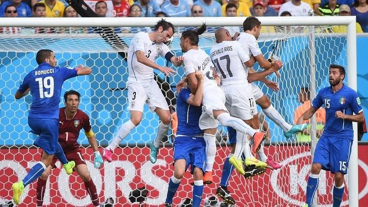 الأوروغواي تبلغ ثمن نهائي مونديال 2014 وتحجز تذكرة العودة لإيطاليا إلى ديارها