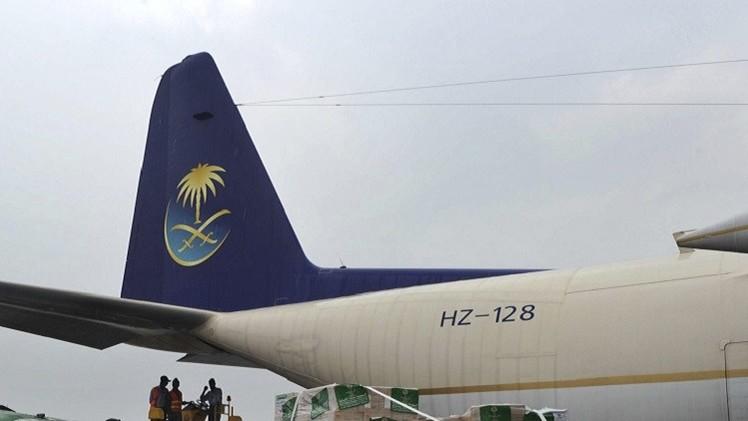 مقتل سيدة وجرح 3 في إطلاق نار على طائرة في مطار بيشاور
