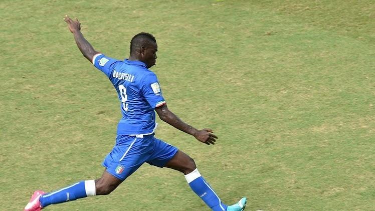 بالوتيلي يرد على عنصرية المشجعين الإيطاليين
