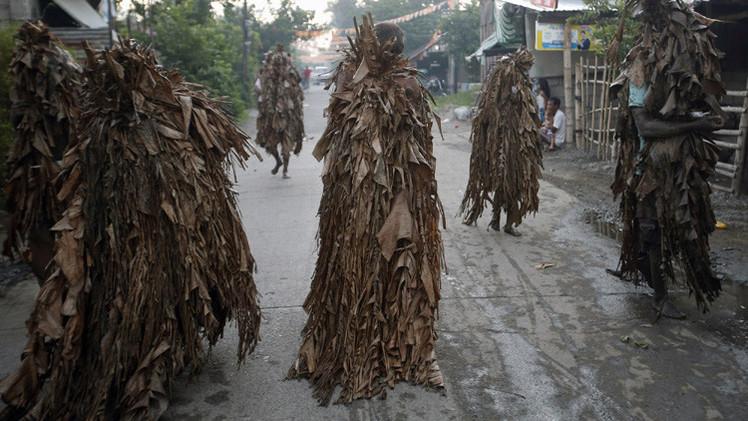 الفلبين.. من حرائق القنابل إلى احتفالات الموز والطين طوال الليل