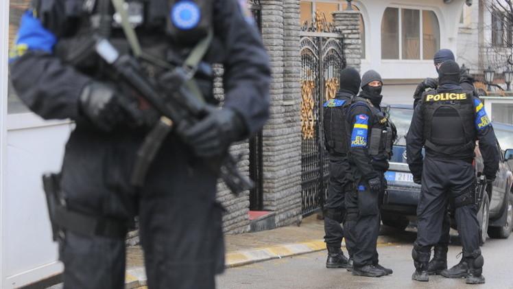 شرطة كوسوفو تعتقل 3 أشخاص يشبته بانتمائهم إلى