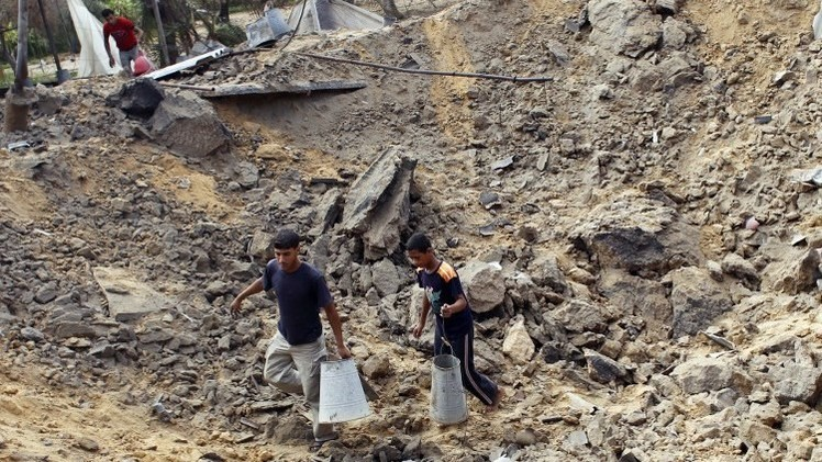 مقتل شخصين في غارة إسرائيلية على سيارة بقطاع غزة