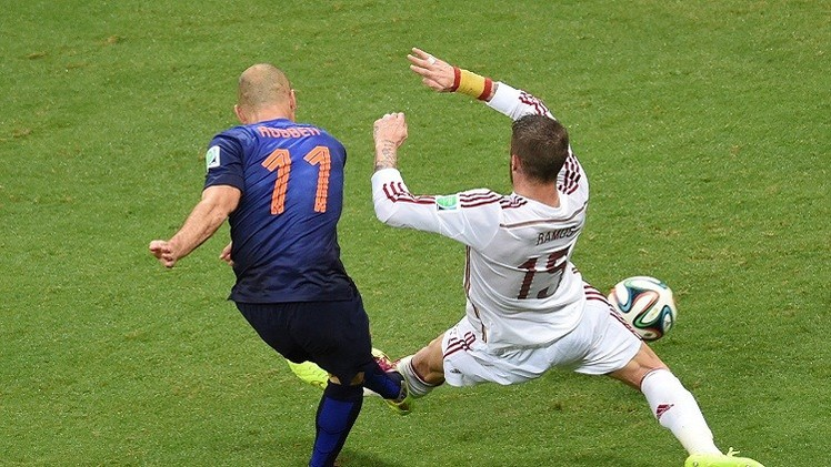 الهولندي روبن أسرع لاعب في دور المجموعات لمونديال البرازيل
