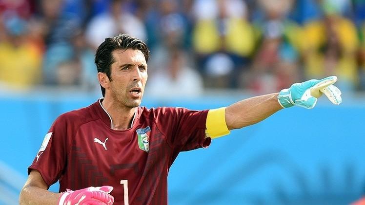 حارس منتخب إيطاليا يرفض انتقاد أداء زميله بالوتيلي