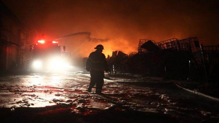 صاروخ أطلق من غزة يشعل حريقا في مصنع جنوب إسرائيل