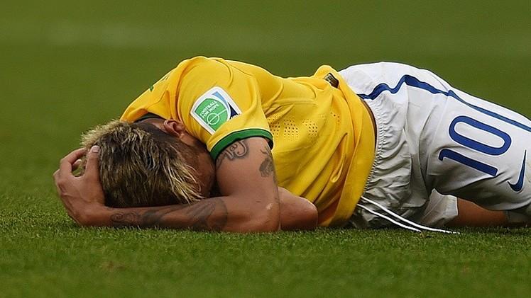 طبيب المنتخب البرازيلي يطمئن السامبا على حالة نيمار