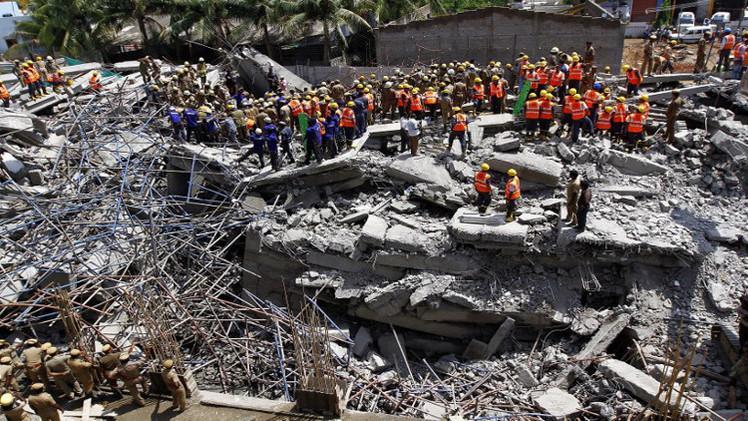 مقتل 15 شخصا في انهيار مبنيين في الهند