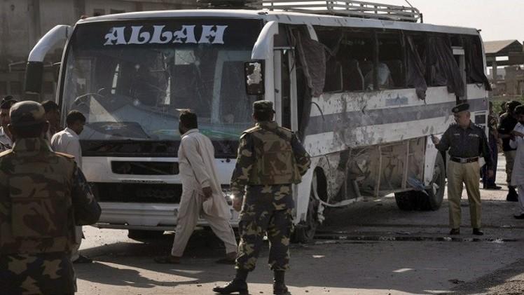 مقتل 3 أشخاص في هجوم على حافلة شمال غرب باكستان
