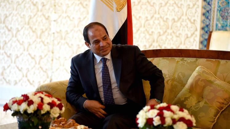 السيسي يقر الميزانية المصرية بعجز 10% من إجمالي الناتج المحلي للبلاد