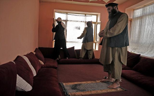 الخارجية الأفغانية تطالب بنقل المعتقلين الأفغان المفرج عنهم من سجن غوانتانامو إلى كابل