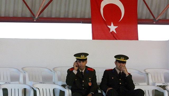 تركيا تبعد مسؤولين أمنيين عن مهامهم بسبب التنصت